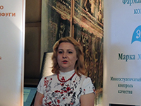 Ирина Шухаева выступает на пресс-завтраке. Июль 2015.